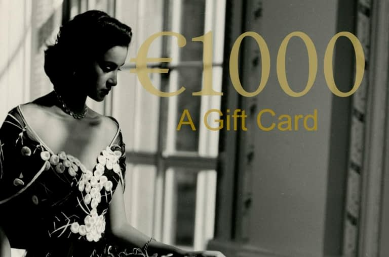 The perfect gift for women or for someone that you care about, a gift card/s to use towards a portrait photography session with the portrait photographer on the Cote d'Aur.
