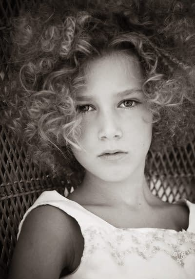 Portrait of a little girl photography by portrait photographer in France session can be arranged in Bordeaux, Paris, Monaco or London. Slide 11